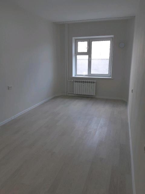 Сдается новая квартира, новая техника. Хорошая инфраструктура. Холодильник, стол, диван, тв и тумбу поставим после оплаты аванса. Аванс за 2 месяца вперед. Строго некурящим!Делали ремонт для себя, но по семейным обстоятельствам решили сдать.