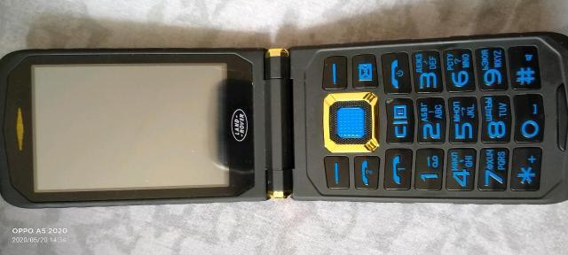 Камплекте имеется запас батареи наушники зарядное устройство коробка документы. Вода не пробимойное зимой не замерзает. Не разу не пользовался. Тел. 89963160091 ватсап на этот номер.