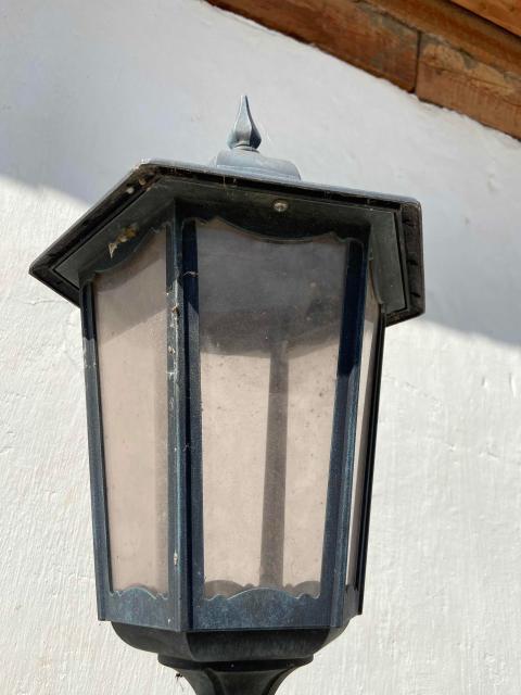 Продаю уличные фонари. Один без лампы. Можно по отдельности