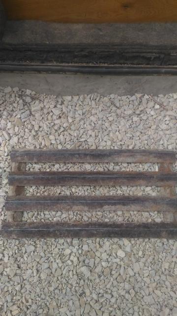Продам придверную грязезащитную решётку из уголка. Размер 570х300 мм.