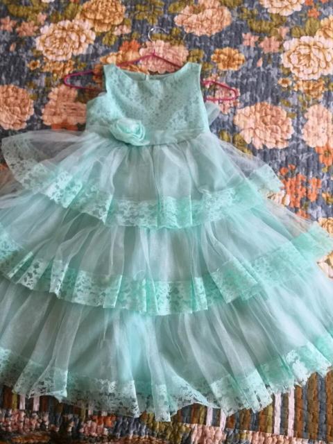 Продаю многослойное нарядное платье на 5-6 лет.  Made in USA. Возможна доставка взависимости от вашего местоположения.