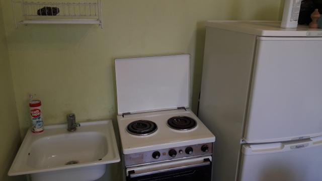 Сдаю квартиру студию по ул.Чайковского,малосемейка,холодильник,электроплита,тв,благоустроенная непьющим без в.п.за 13 тыс.ватсап на долгий срок