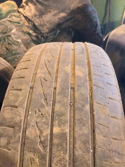 Продаю резину Bridgestone playz pz-x r19 245/45 без грыж порезов  остаток 30%