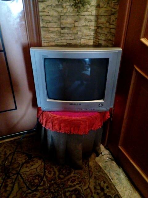Продаю телевизор на запчасти.