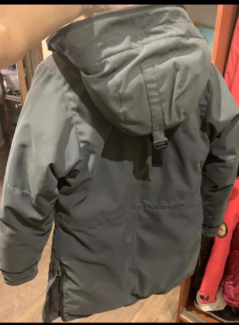 Зимняя куртка. Б/у.. на рост 130-160