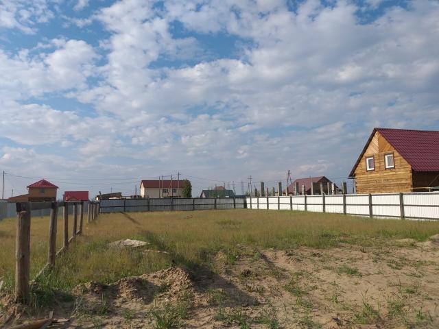 Продаю  участок по ул. Очиченко (рядом с домом ул. Очиченко, 45/9а, можно посмотреть на 2 ГИС), 8 соток, ровный, сухой, на высоком месте, не требует отсыпки, огорожен. Электричество, газ в 2 метрах. Асфальт, остановка автобуса в 200 метрах. Соседи строятся, живут. Категория - земли населенных пунктов, вид разрешенного строительства - тепличное хозяйство и огородничество. реальному покупателю хороший торг. Варианты.