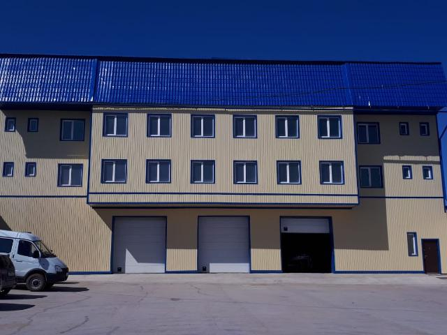 Сдается в аренду отдельно стоящее теплое каменное здание (можно поэтажно) по ул. Жорницкого 9/3  (900 кв.м.)  Первый этаж - 300 кв. м., высота потолков 4,5 м, три секции автоматических гаражных ворот  - под гараж/склад. Второй-третий этаж - офисные помещения свободной планировки.  На территории: ограждение, освещение, видеонаблюдение, сигнализация, физическая охрана, парковка. Удобные подъездные пути.