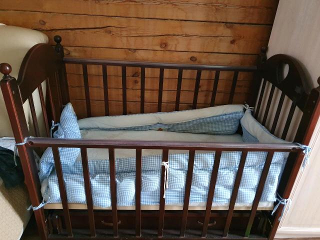 Продаю детскую кровать - трансформер с ящиком и матрасом , состояние хорошее. Самовывоз.