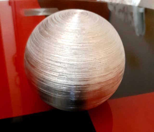 Г. Якутск Продаю декор интерьера – шар серебристый, диаметром 12,5 см.