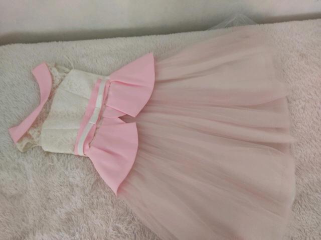 Платье бело-розовое на девочку 7-9лет. Одевали 1 раз