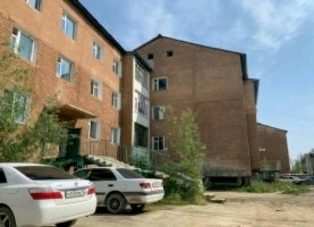 Сдаю комнату в квартире 10.кв.м.  Адрес:Сергеляхское Шоссе 12,километр, дом 3,кв 3.Все вопросы по телефону 89142984480.