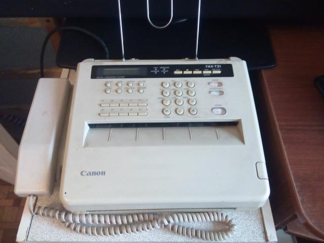 Телефон-Факс  CANON  FAX-T31 в приличном состоянии, внутри есть рулон термобумаги