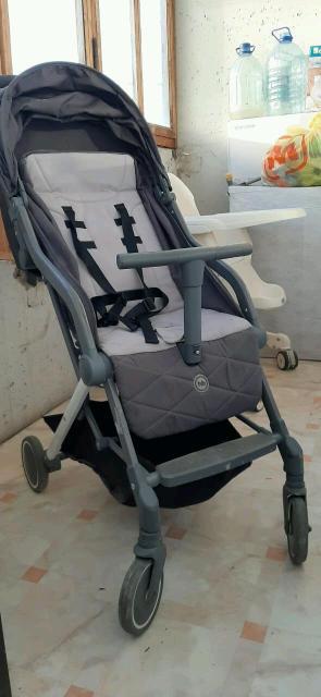 Продаю коляску за 4000 р.вместе с коляской отдам смесь малютка1 600г.×2