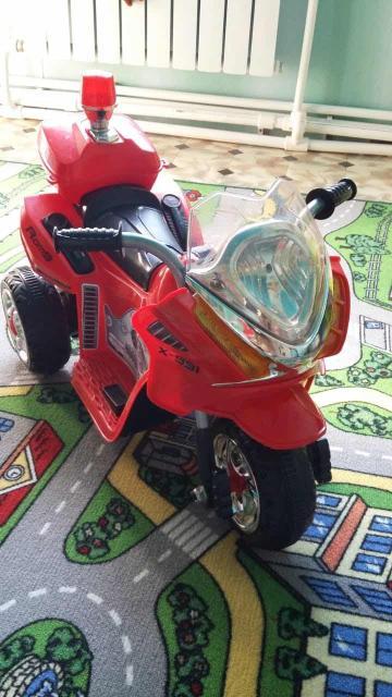 Детский мотоцикл для детей, ездит от аккумулятора, управляется от педали, ездит вперёд, назад! Заряжается от сети!