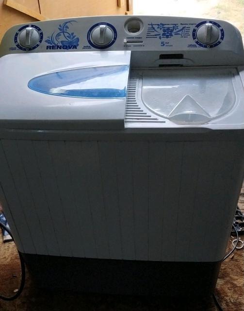 продается стиральная машина полуавтомат renova 5кг Все работает как надо нет наружной крышки сентрофуги бесплатная доставка