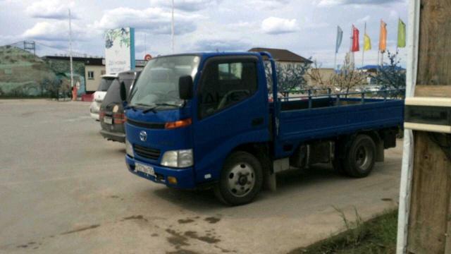 Продаю грузовик бортовой 2х тонник Тойота Тойо Айс 2002 г.в . Двигатель 4В дизель . ТНВД простой механический.  Колеса  на 16 . 2х скатный. Тент. Варианты обмена.