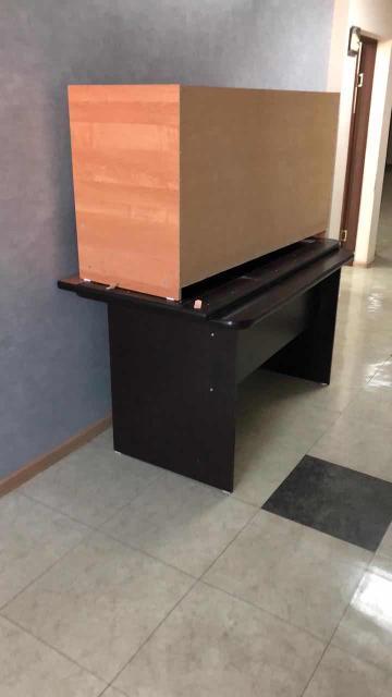 Два больших стола благородного коричневого цвета. Под одним имеется тумбочка и полка для документов. Цена за один стол 4000р.  Самовывоз с адреса на Дзержинского 51.  Пишите только на ватсап.