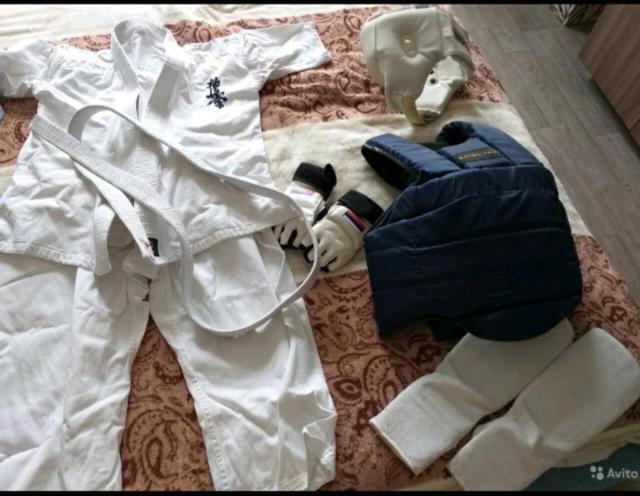 Кимано,перчатки,жилет,накладки на ноги и шлем. Торг