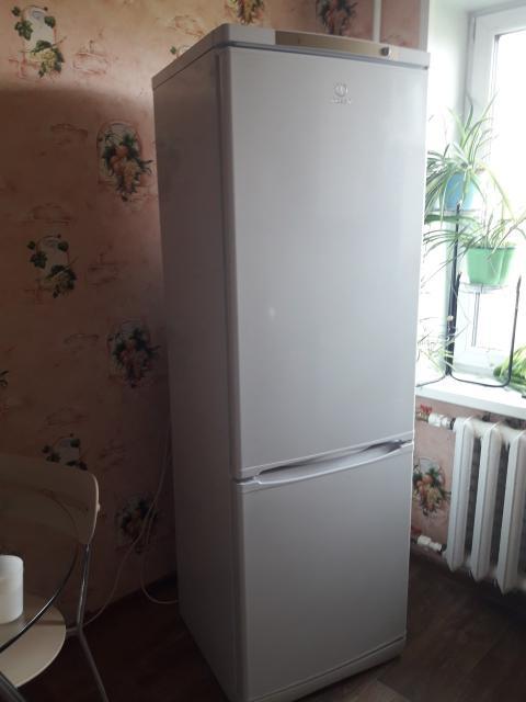 Продаю холодильник Индезит самовывозом.