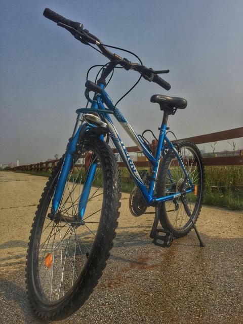 На продажу предлагается велосипед Stern.Не бит,не крашен,на ходу.Срочных финансовых вложений не требует.Имеются косметические дефекты,не влияющие на работу.  Разумный торг у рамы😅