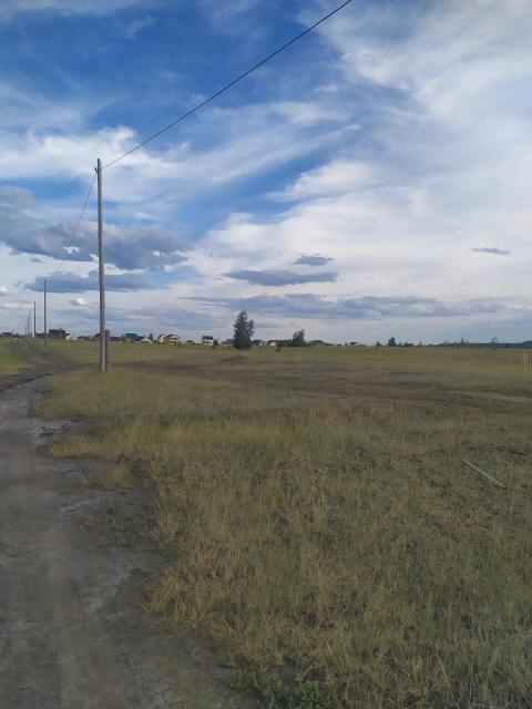 Сатал, намский тракт 17км, квартал 21,сухой ровный, свет проведен в СОТЕ, газ в сентябре. Без торга