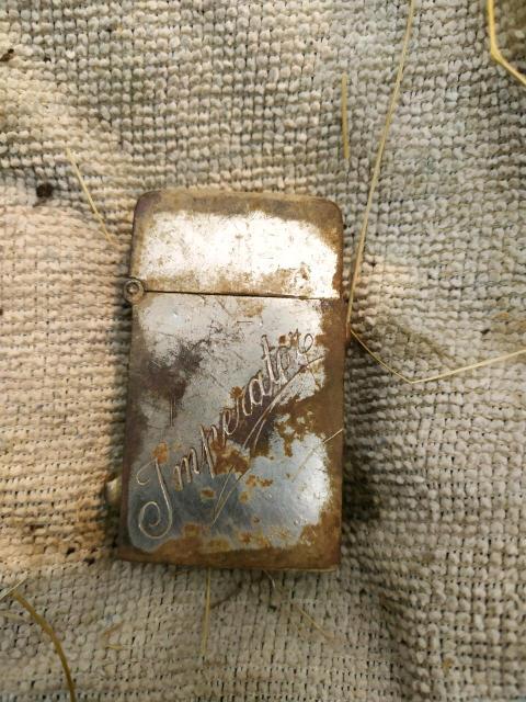 """Вот такая начердаченная у родтственника немецкая зажигалка. D.R.G.M. - - аббревиатура от Deutsches Reichs-Gebrauchs-Muster """"Германской Империи Регистрационный Патент"""" ( далее по тексту с показанного скана ) """" Эта маркировка может быть найдена на зажигалках, произведенных (в смысле времени ) между 1910-1945 годом За скока можно продать"""