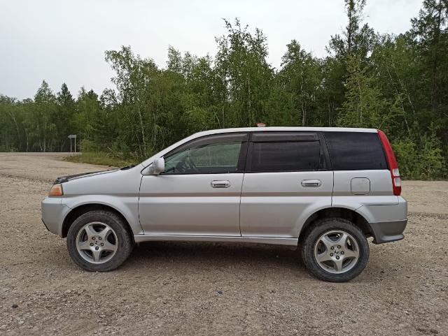 Продаю Хонда HRV 1999 год, бензин 1,6 л. Передний привод, вариатор, расход 6-8л на сотню, зависит от загрузки и дороги, большой дорожный просвет, без ДТП всё родное, салон в идеальном состоянии, с документами всё в порядке, у машины всего 2 владелицы. Есть мелкие вложения.обмен