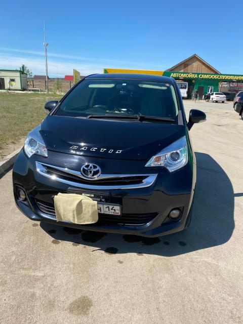 Toyota Ractis 2015