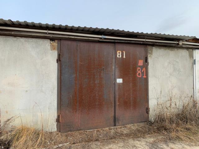 """Продаю хороший, теплый, охраняемый гараж за """"Мойдодыром"""", крыша, полы перестелены"""