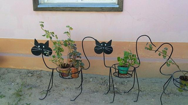 Продаю цветочницы Коты.новые..для дома и дачи.
