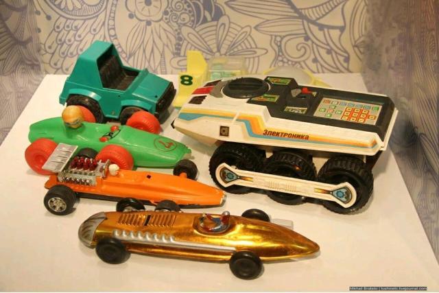 Куплю старые игрушки СССР шлите фото на WhatsApp, звоните.