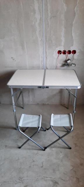 Продаю походные столы со стульями. Есть с двумя стульчиками размер 900*600*700 и есть с четырьмя стульчиками. Размер 1200*600*700. Ножки регулируются по высоте. Цены разные уточняйте написав или позвонив по указанному номеру