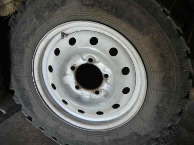 Продаются три колеса в сборе. Шины и диски б/у, но в хорошем состоянии. Цена указана за одно колесо. НАЛИЧНЫЕ, самовывоз.