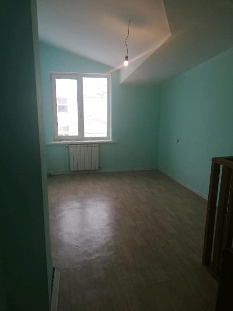 Продаю 1 ком благоустроенную двух уровневую квартиру в блочном доме с автономный отоплением.