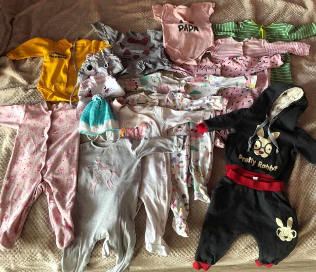 Размеры на 6-12 месяцев, 8 ползунков, 1 костюм, 3 шапки, 2 боди, 1 кофточка
