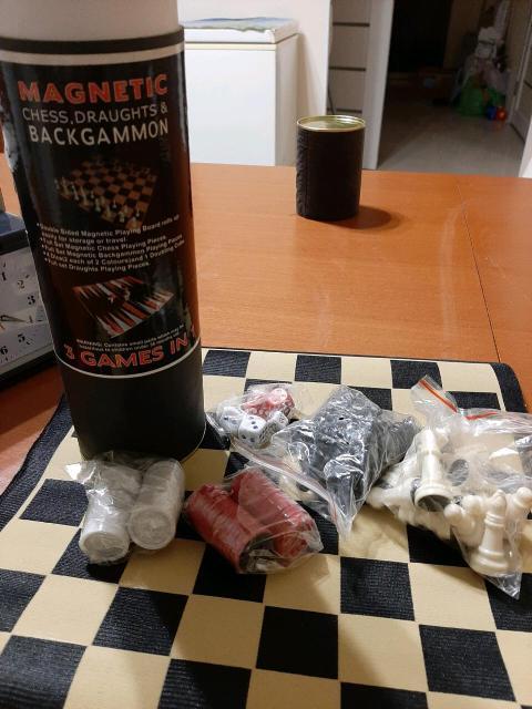 Продаю новую настольную игру 3 в 1 (шахматы, шашки, нарды). Отлично подойдёт как подарок.