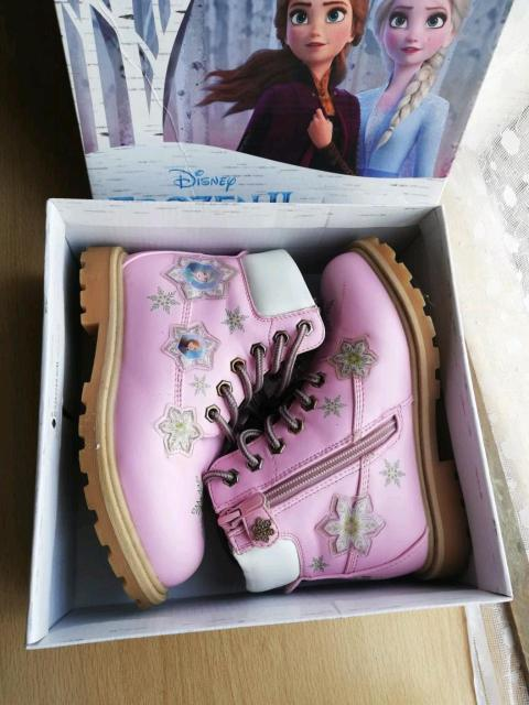 Продаю зимнии ботинки для девочек в отличном состоянии 29 размер покупали в магозине