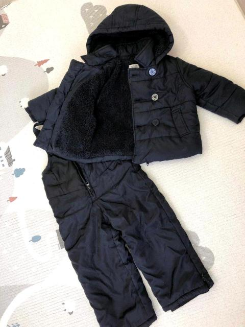 Продам теплый деми-комбинезон в отличном состоянии темно-синего цвета. На мальчика 1-2 года. На куртке указано 6-12 мес, но он большемерит. Выдерживает до - 25 градусов .