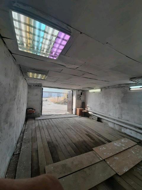 Тёплый гараж  параметры 6×4, высота гаража и ворот под микроавтобус сделан косметический ремонт