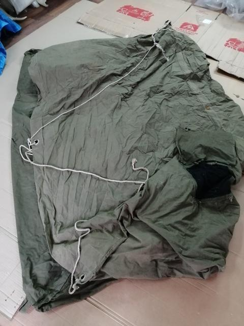 Продаю палатку брезентовую, 2-х местная, периода СССР. Шкура оленя в подарок. За 1 тыс.руб. Т. 89142923566
