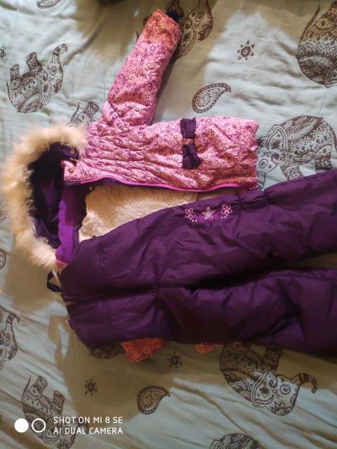 Продаю куртку зимнюю детскую на мальчика с комбинезоном в хорошем состоянии размер 110- 1300 рублей Зимняя детская куртка  на девочку с комбинезоном размер 86-1200 рублей Всё в хорошем состоянии, у обеих курток съёмная подкладка, при желании можно сделать как деми