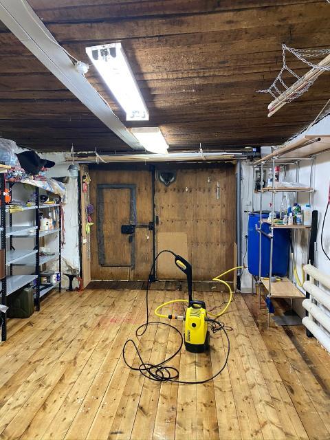 (Звонить после 15ч) Гаражный бокс, 24 кв.м. (собственность гараж, земля) имеются места для складирования, емкость и мойка высокого давления Karcher, телевизор, ворота надежные высокие герметичные, зимой +30, видеонаблюдение, охрана.