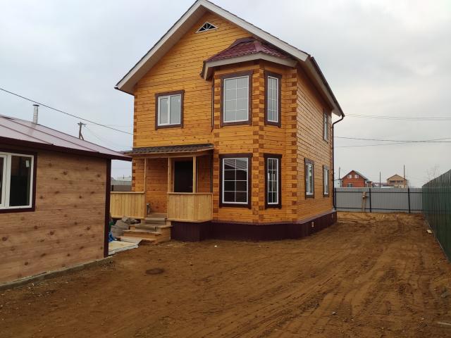Продаю новый капитальный полностью благоустроенный двух этажный частный дом по Х.Юряхскому шоссе ул. СОТ Зодчий-1. Общая площадь дома 120 кв.м (1-эт: кухня-столовая, гостевой зал, ванная, прихожая, гардеробная. 2-эт: три изолированные комнаты, рабочая зона) построен из бруса 18*18, отличные поворотно откидные стеклопакеты VEKA, в эркерной зоне окна почти до пола, входная дверь термос с тепло разрывом, межкомнатные двери экошпон, на полу качественный линолеум с сертификатом экологичности, автономное газовое отопление состоящее из двух котлов (современный настенный котёл RINNAI), качественные алюминиевые радиаторы с максимальным коэффициентом теплоотдачи, автономное водоснабжение объёмом 2 куба, полностью благоустроенная ванная комната, установлен 6 кубовый септик с подогревом, трёх фазное электроснабжение 380В с отличной системой защиты от коротких замыканий и перегрузок в сети. Тёплый гараж на два авто 6 на 6 из сандвич панелей с электро воротами фирмы Doorhan. Новый металлический забор из профлиста на трубном основании. Земельный участок в собственности, 5 соток, высокий. Очень удобный подъезд к участку. В непосредственной близости вся инфраструктура города: до автобусной остановки 9 минут пешком (№18), школы, детские сады, спорткомплексы, различные магазины, автобусные остановки и многое другое. Замечательные соседи. Все документы в собственности. Цена: 6700 Ипотека, материнский капитал, жилищный сертификаты.  Рассмотрим ИПОТЕКУ, НАЛ/БЕЗНАЛ итп