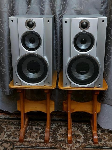 Широкополосные акустические колонки Panasonic, Model SB-PC750 Speaker System . Максимальная мощность 110 Ватт, сопротивление 3 Ом. В отличном состоянии, звук громкий и чёткий, без хрипов и других не приятных вещей. От блочного музыкального центра Panasonic SC-VK750. Габариты: Высота-44см х Ширина-25см х Глубина-28см. Корпус дерево. Сделано в Малайзии (не Китай).  ц.25.000р. 89659938147. P.S. Звук зальёт любое бытовое и торжественное помещение.