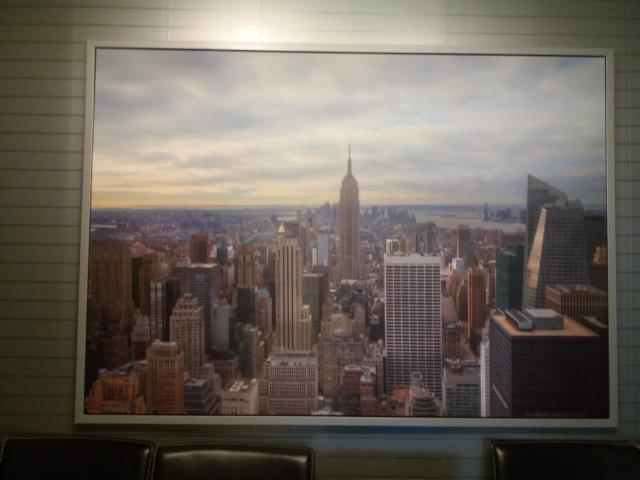 Отличная картина, с видом Нью-Йорских улиц, стильно, красиво! Габариты:140см*100см.Возможен торг.