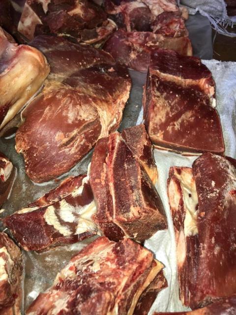 Продам местное Чурапчинское (Хадаар)  мясо говядины молодняк, забой 24.10.2020, доставка по городу от 10 кг.  Передняя  450 р задняя 500 р. Все справки имеются.