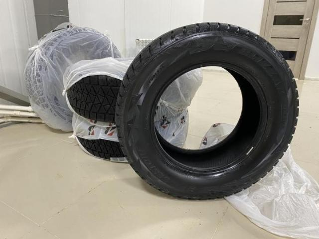 Продаю BRIDGESTONE DM2  зимние шины, износ 30-40%