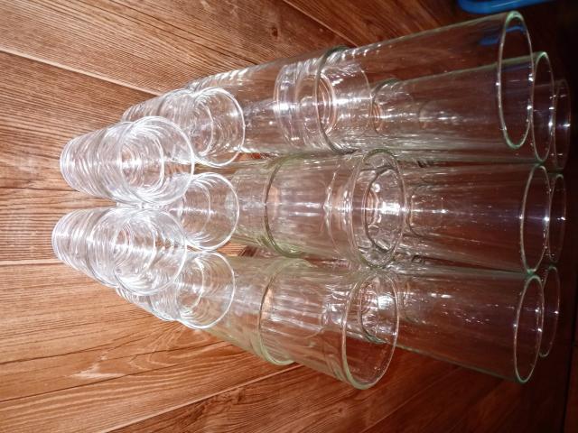 Продается: 14 больших стаканов, 4 граненых, 10 рюмок. Самовывоз Грэс.