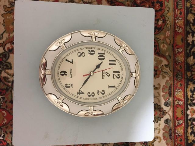 Продам часы, в хорошие руки в рабочем - хорошем состоянии.