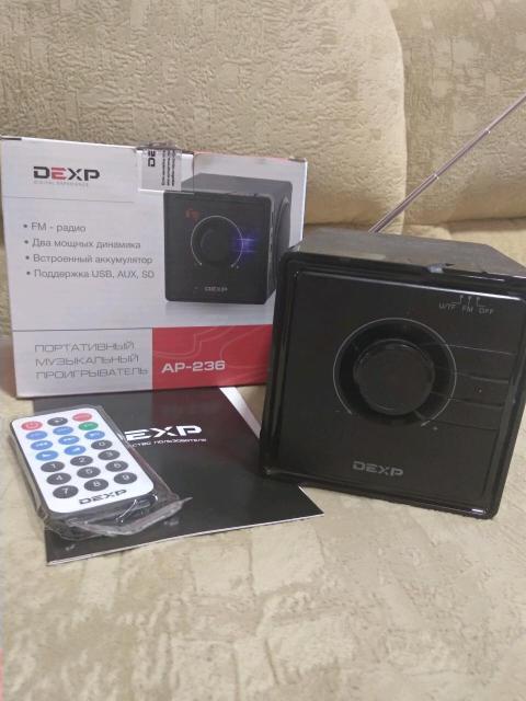 Может работать в режиме: * FM-радиоприемника * Усилителя звука через AUX mini-jack 3.5 мм * MP3 плеера через USB или SD карту памяти  Характеристики: * Есть встроенный аккумулятор на 600 мА•ч позволяет работать 3 часа без розетки * Корпус из ДСП * Фазоинвертор делает звук объёмным * Звук отличный, стерео * Телескопическая антенна очень хорошо ловит радио * Есть экран отображающий радиостанцию или номер трека * Размер 10х10х11 см * Вес 625 гр 500 руб.